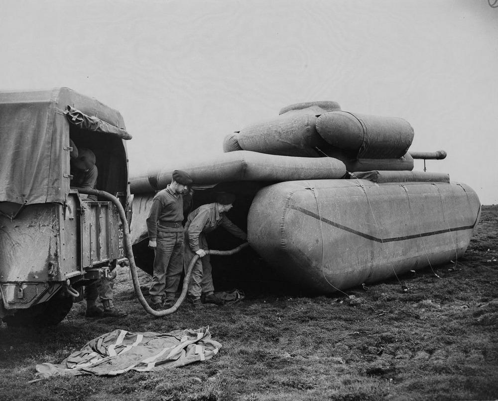 Резиновые танки: как хитрили на войне с не очень тяжёлой техникой. Фотографии 1918-1954 годов 12