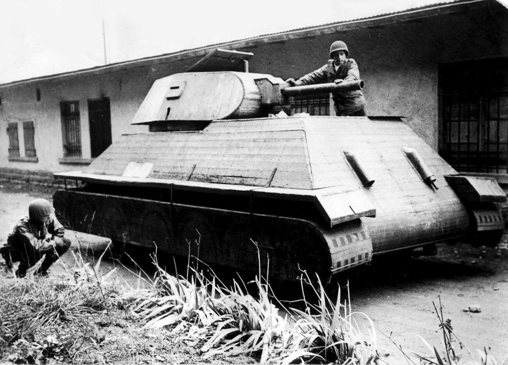 Резиновые танки: как хитрили на войне с не очень тяжёлой техникой. Фотографии 1918-1954 годов 13
