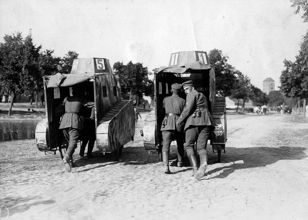 Резиновые танки: как хитрили на войне с не очень тяжёлой техникой. Фотографии 1918-1954 годов 3