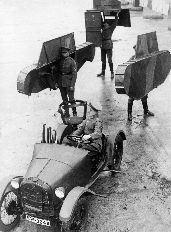 Резиновые танки: как хитрили на войне с не очень тяжёлой техникой. Фотографии 1918-1954 годов 7