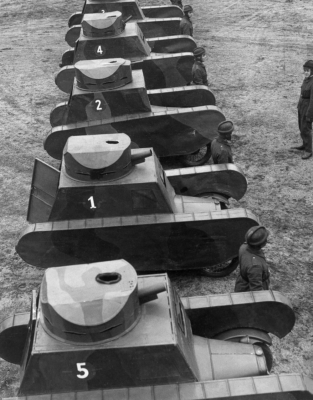Резиновые танки: как хитрили на войне с не очень тяжёлой техникой. Фотографии 1918-1954 годов 8