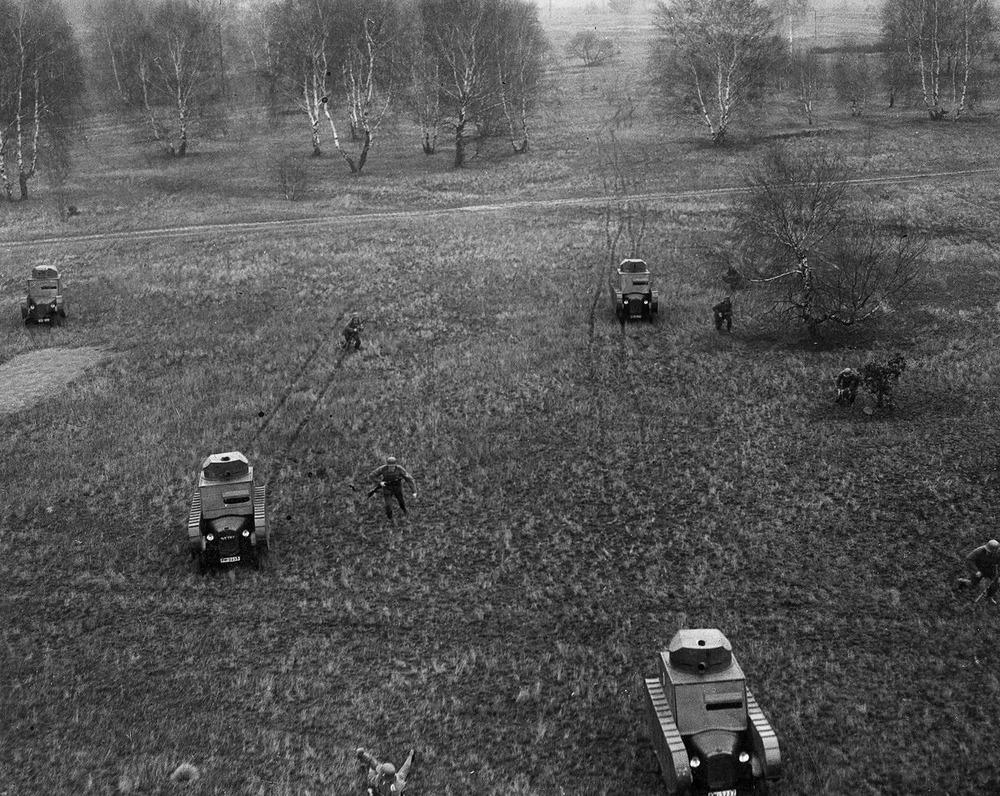 Резиновые танки: как хитрили на войне с не очень тяжёлой техникой. Фотографии 1918-1954 годов 9