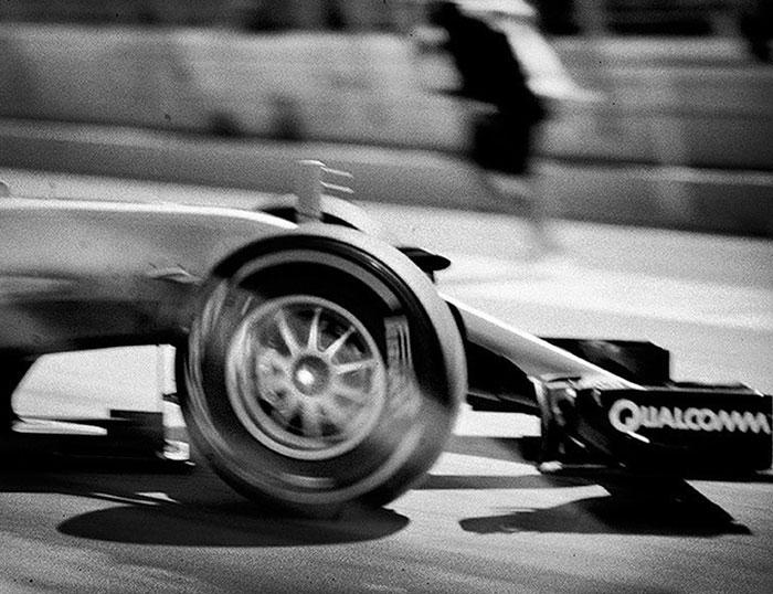 Фотограф Джошуа Пол снимает «Формулу-1» на фотоаппарат, выпущенный в 1913 году 25