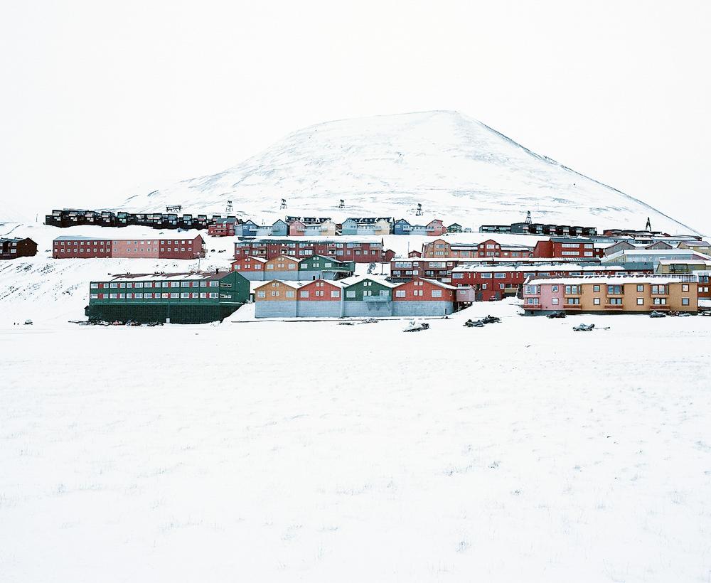 Доминика Гешицка «Это ненастоящая жизнь»: фотопроект о самом северном городе в мире 14