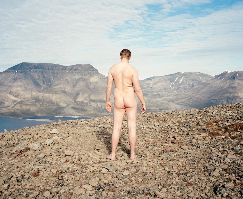 Доминика Гешицка «Это ненастоящая жизнь»: фотопроект о самом северном городе в мире 17