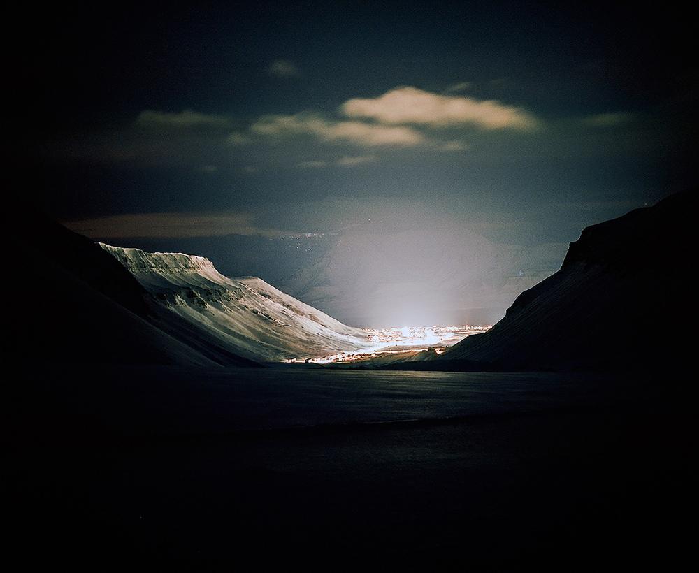 Доминика Гешицка «Это ненастоящая жизнь»: фотопроект о самом северном городе в мире 23