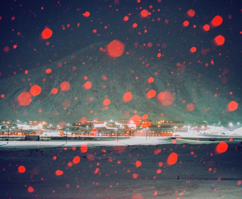 Доминика Гешицка «Это ненастоящая жизнь»: фотопроект о самом северном городе в мире 6