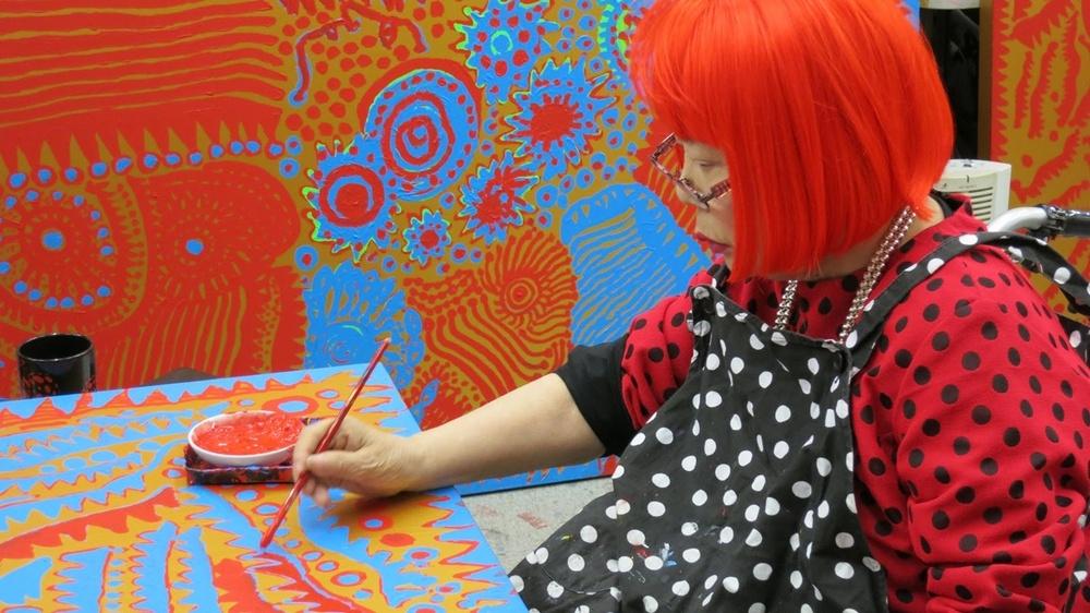 Яёи Кусама – 88-летняя художница, страдающая психическими расстройствами, продаёт картины за миллионы долларов  0