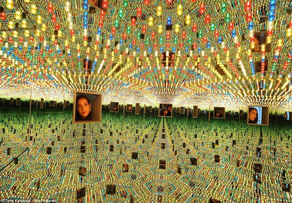 Яёи Кусама – 88-летняя художница, страдающая психическими расстройствами, продаёт картины за миллионы долларов  11