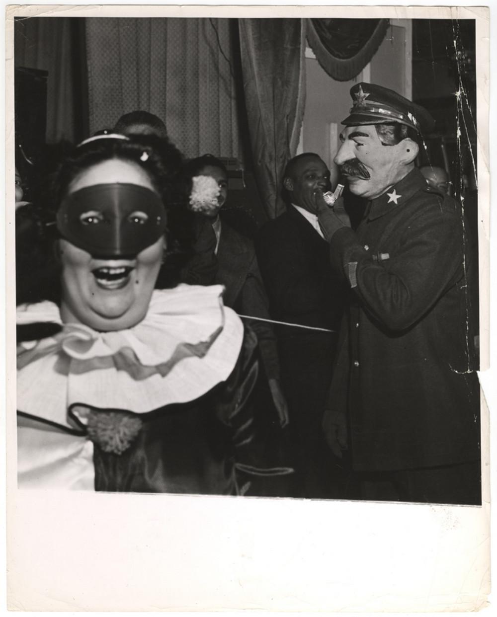 Бал-Маскарад Уолдорф Астория Нью-Иорк 1943