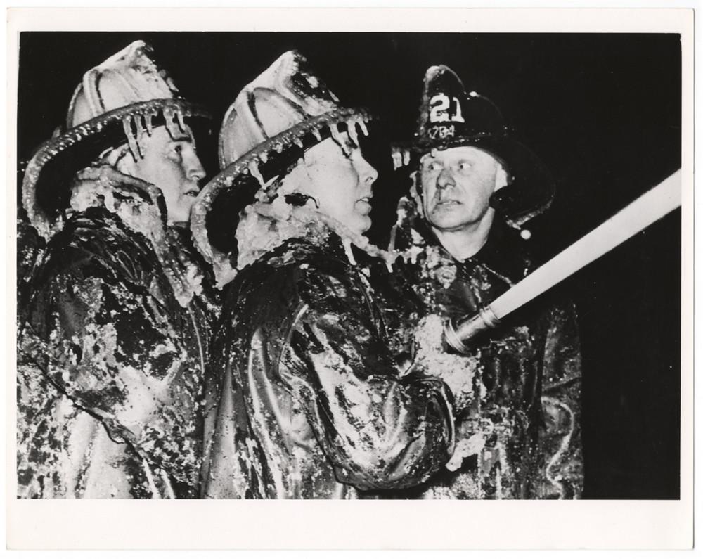 Обледенелые пожарные, Кони-Айленд, Бруклин, 1940