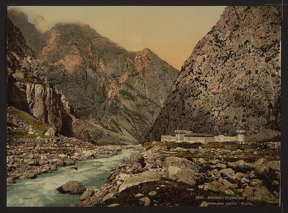 Voennaia doroga Kreposti v Darialskom ushchele Kavkaz