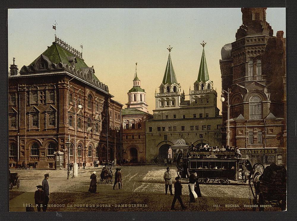 Voskresenskie Iverskie vorota na Krasnoi ploshchadi kreml