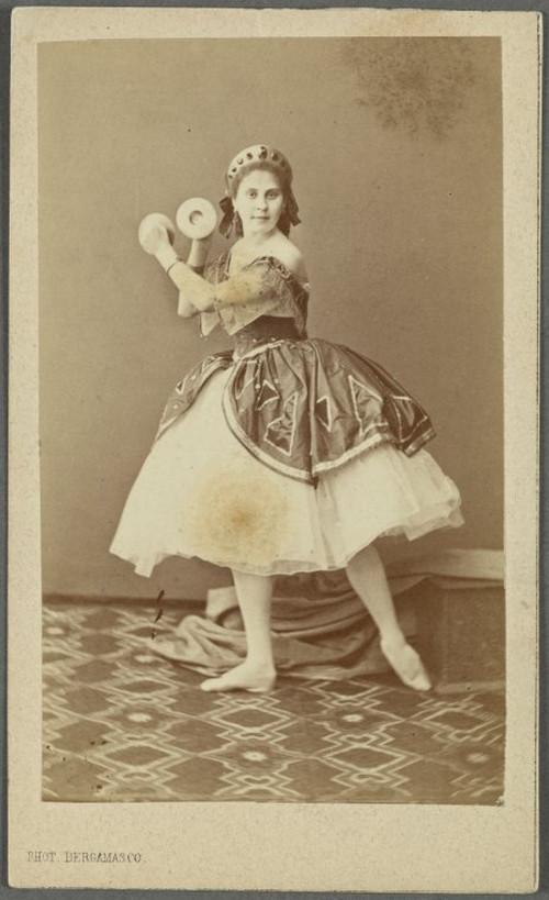 19-й век: балерины и монархи в фотографиях Карла Бергамаско  1