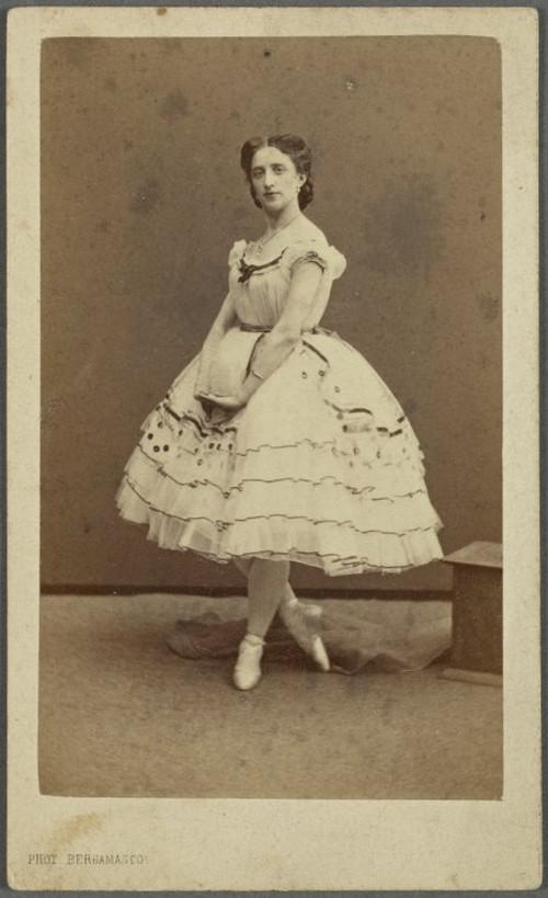 19-й век: балерины и монархи в фотографиях Карла Бергамаско  14