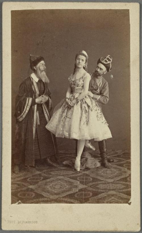 19-й век: балерины и монархи в фотографиях Карла Бергамаско  17