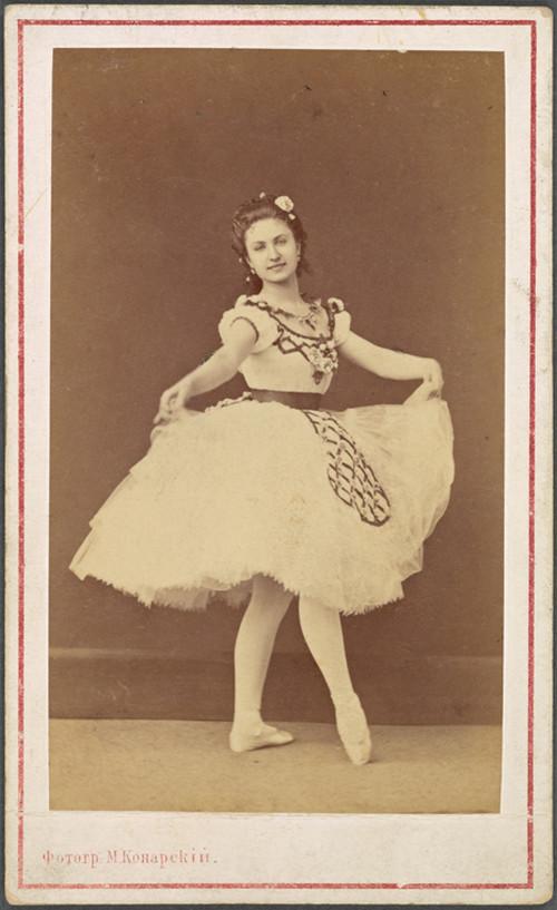 19-й век: балерины и монархи в фотографиях Карла Бергамаско  21