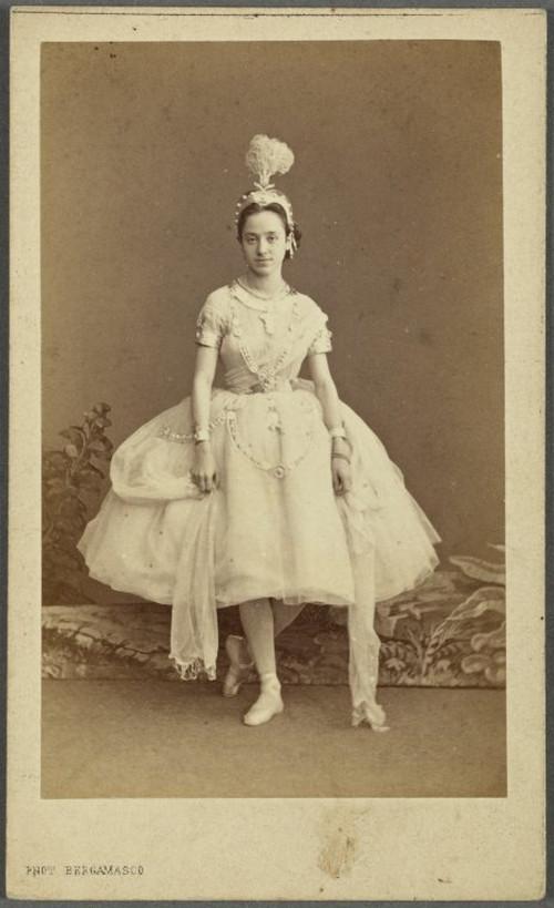 19-й век: балерины и монархи в фотографиях Карла Бергамаско  5