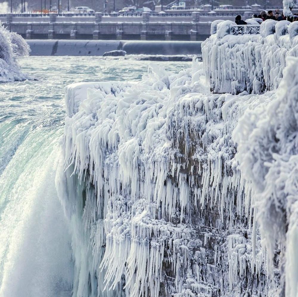 zamerzshiy Niagarskiy vodopad 10 loverme