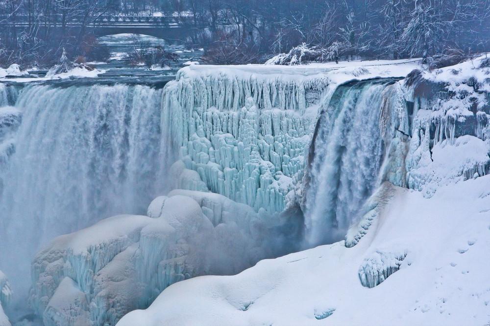 zamerzshiy Niagarskiy vodopad 12