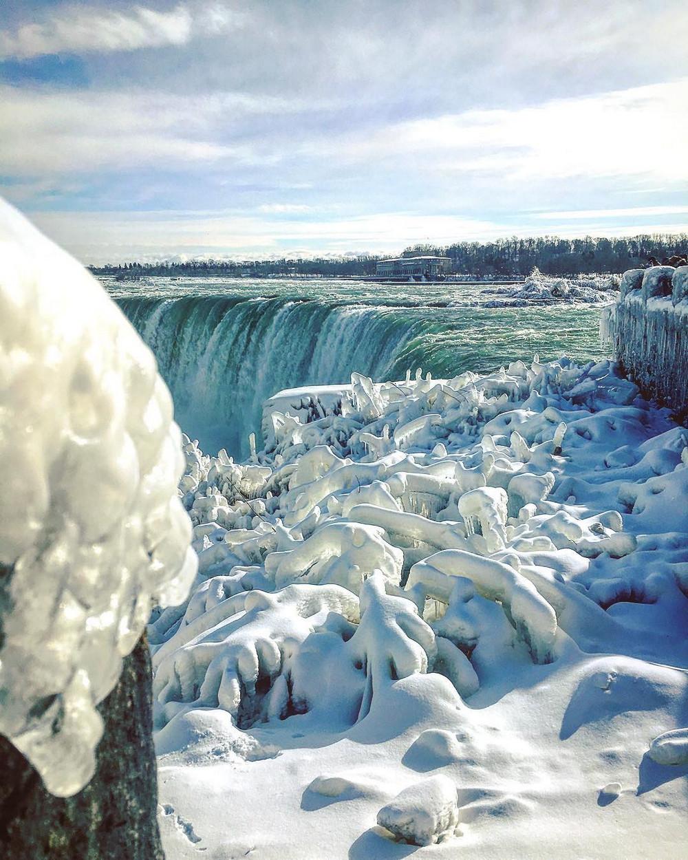 zamerzshiy Niagarskiy vodopad 4