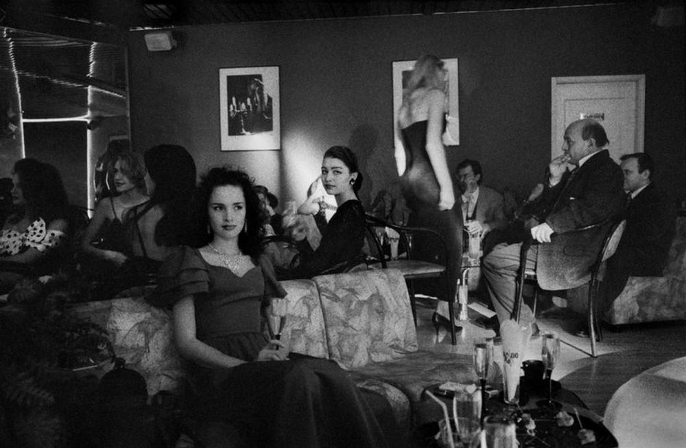 Отчаянные девяностые в объективе французского фотографа Лиз Сарфати 23