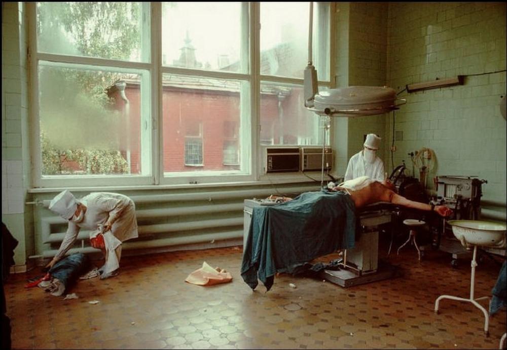 Отчаянные девяностые в объективе французского фотографа Лиз Сарфати 26