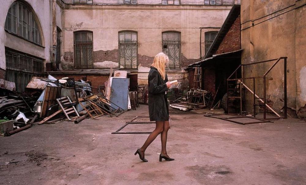 Отчаянные девяностые в объективе французского фотографа Лиз Сарфати 3