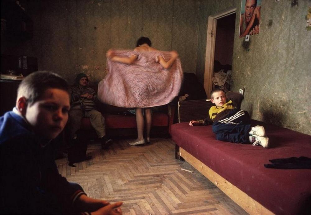Отчаянные девяностые в объективе французского фотографа Лиз Сарфати 30