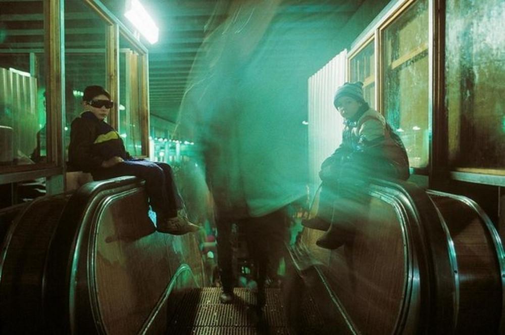 Отчаянные девяностые в объективе французского фотографа Лиз Сарфати 39