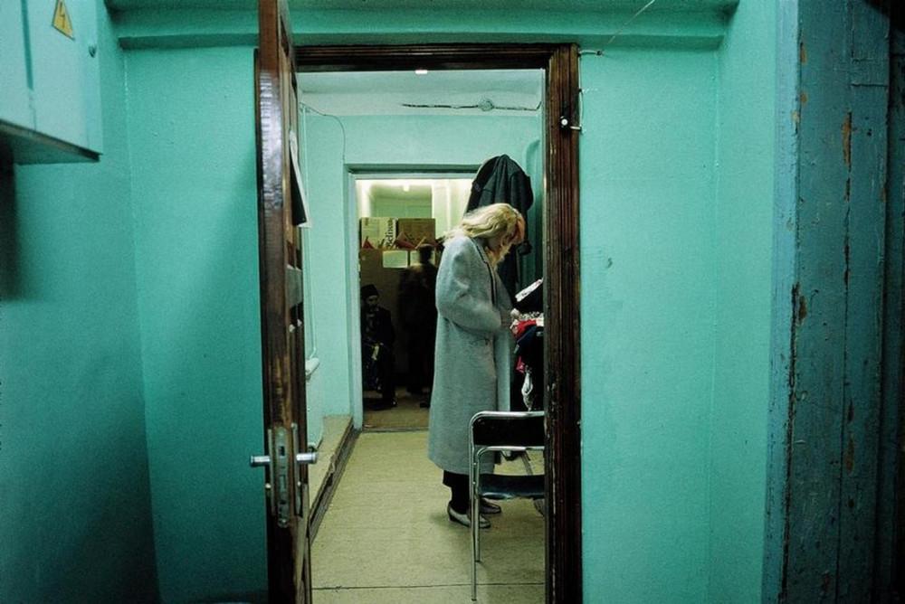 Отчаянные девяностые в объективе французского фотографа Лиз Сарфати 40