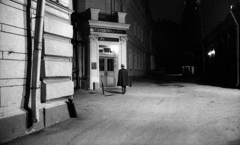 Отчаянные девяностые в объективе французского фотографа Лиз Сарфати 42