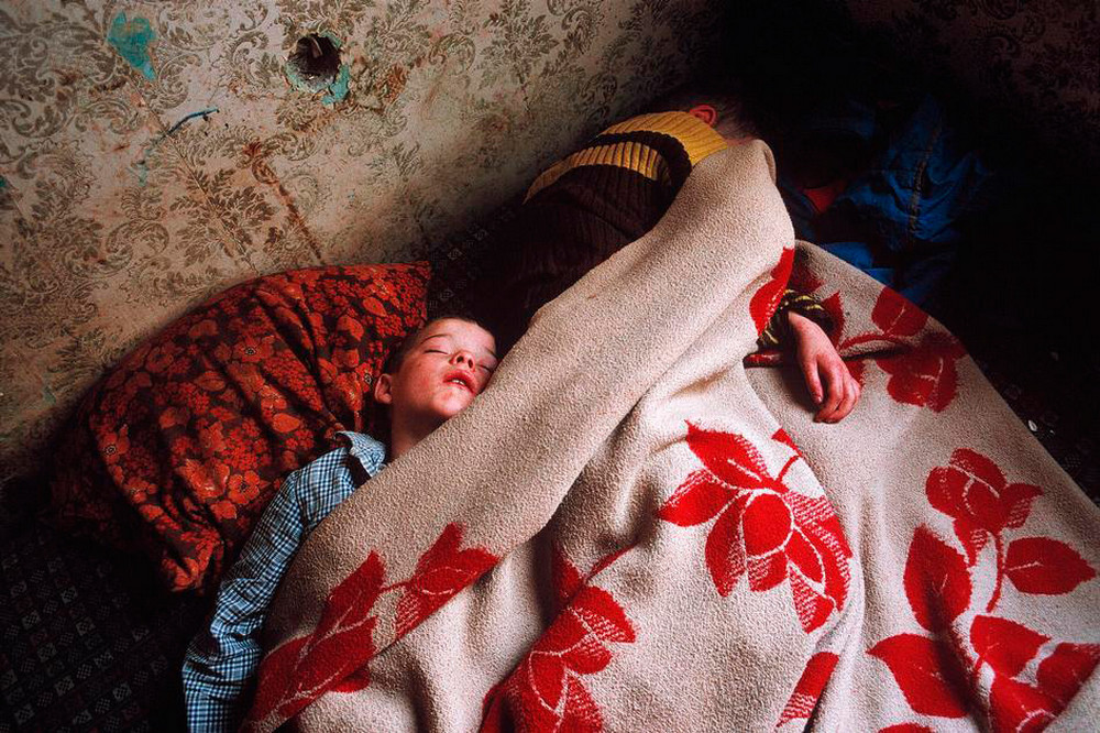 Отчаянные девяностые в объективе французского фотографа Лиз Сарфати 51