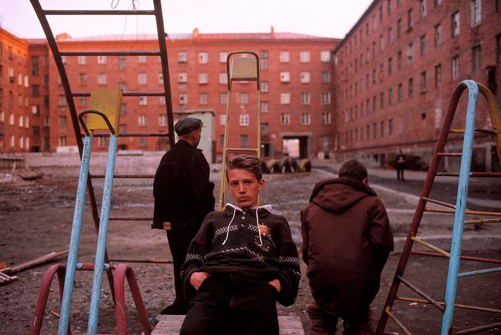 Отчаянные девяностые в объективе французского фотографа Лиз Сарфати 52