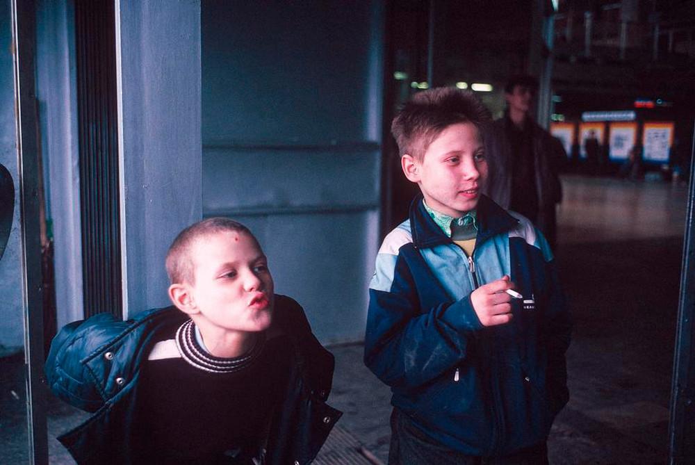 Отчаянные девяностые в объективе французского фотографа Лиз Сарфати 54