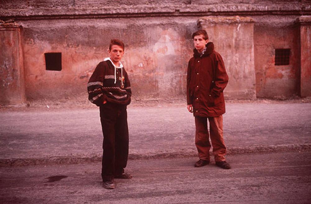 Отчаянные девяностые в объективе французского фотографа Лиз Сарфати 61