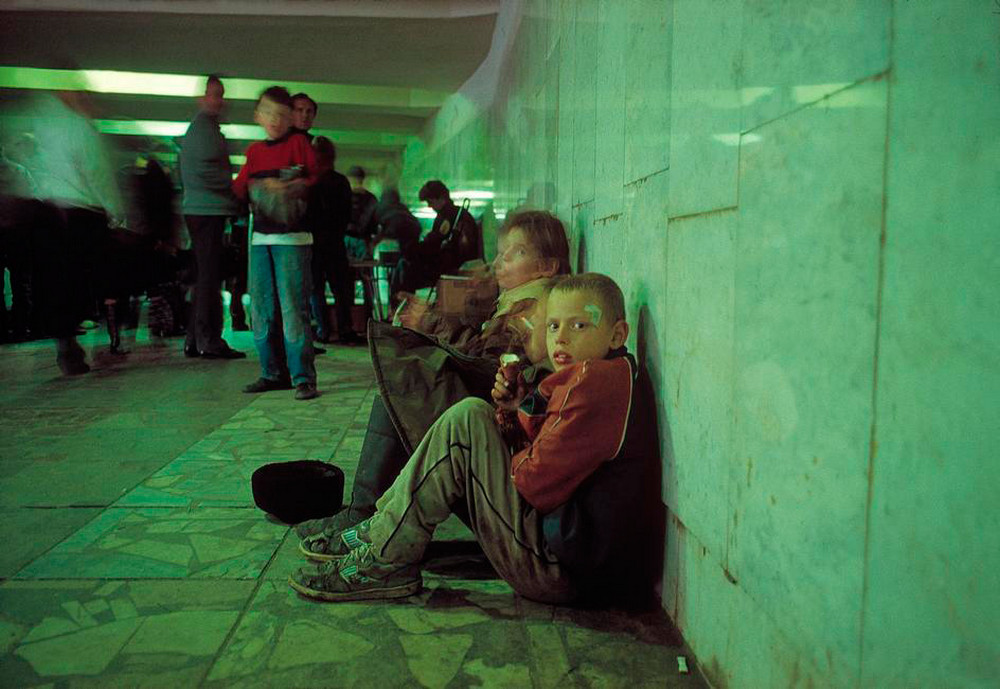 Отчаянные девяностые в объективе французского фотографа Лиз Сарфати 62