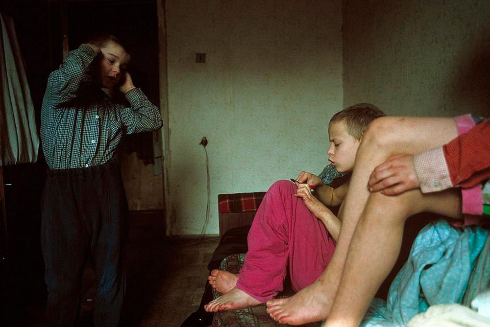 Отчаянные девяностые в объективе французского фотографа Лиз Сарфати 64
