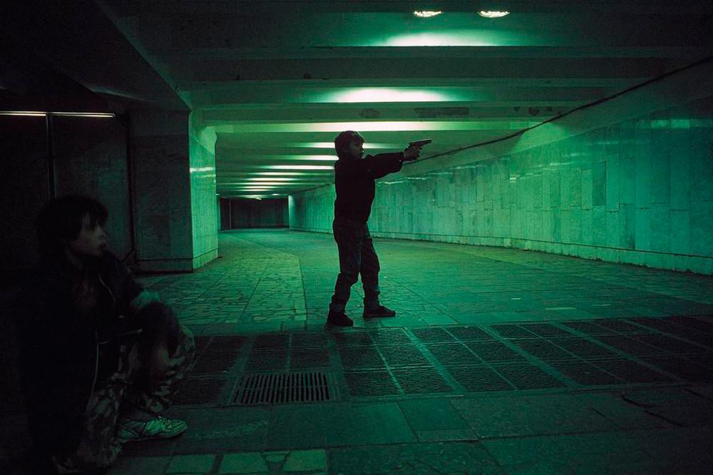 Отчаянные девяностые в объективе французского фотографа Лиз Сарфати 65