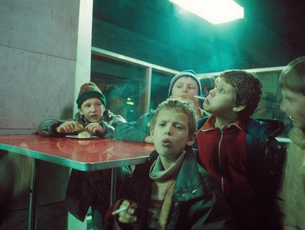 Отчаянные девяностые в объективе французского фотографа Лиз Сарфати 7