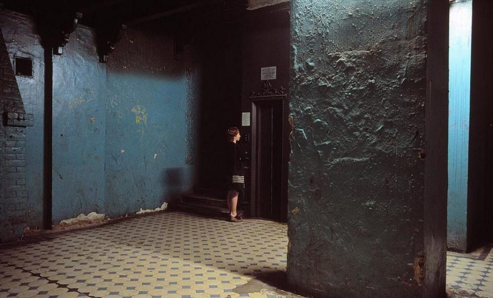 Отчаянные девяностые в объективе французского фотографа Лиз Сарфати 70