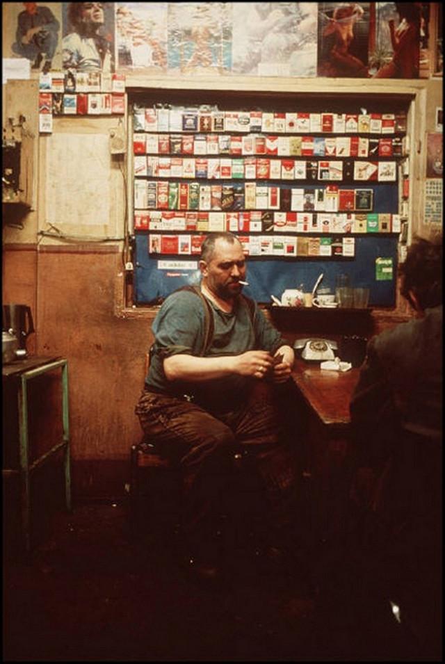 Отчаянные девяностые в объективе французского фотографа Лиз Сарфати 80