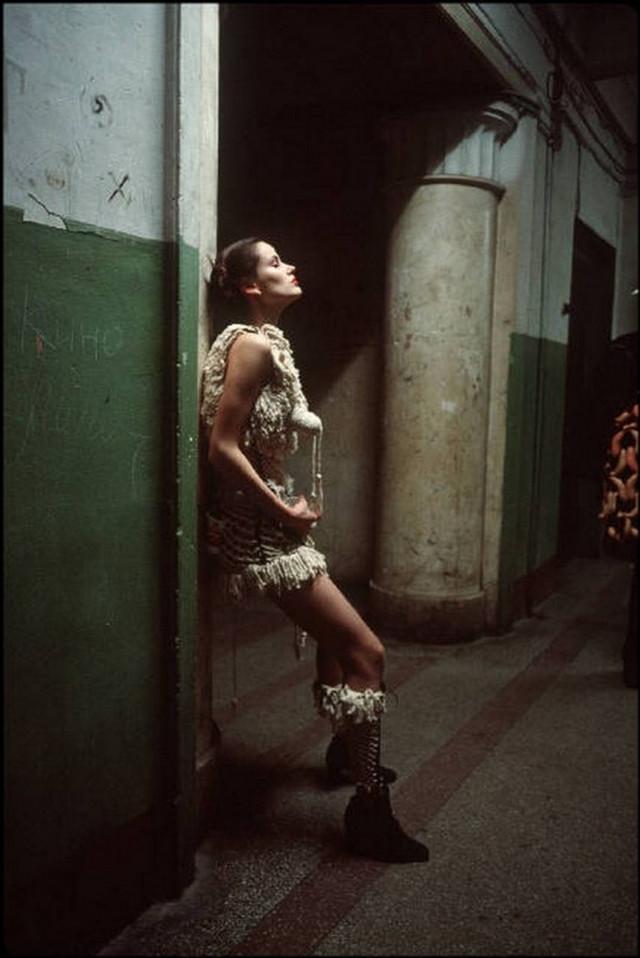 Отчаянные девяностые в объективе французского фотографа Лиз Сарфати 86