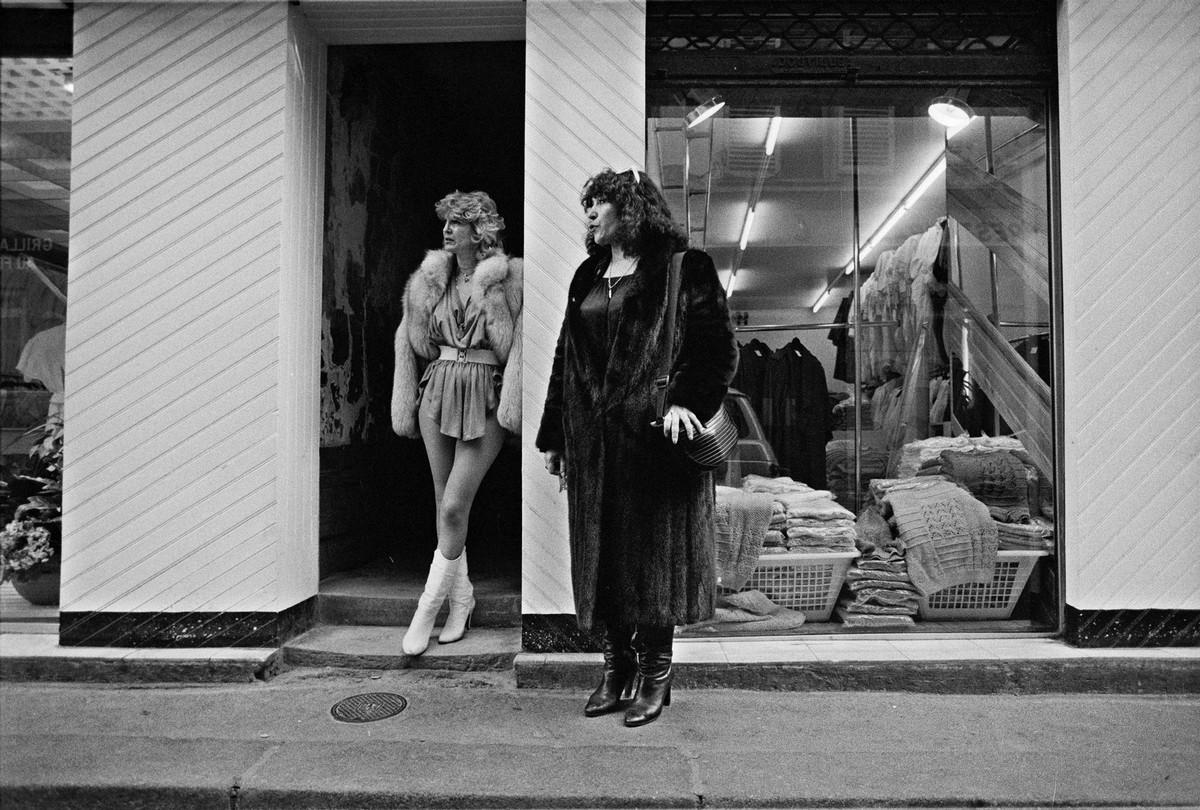 Молоком фото проституток парижа