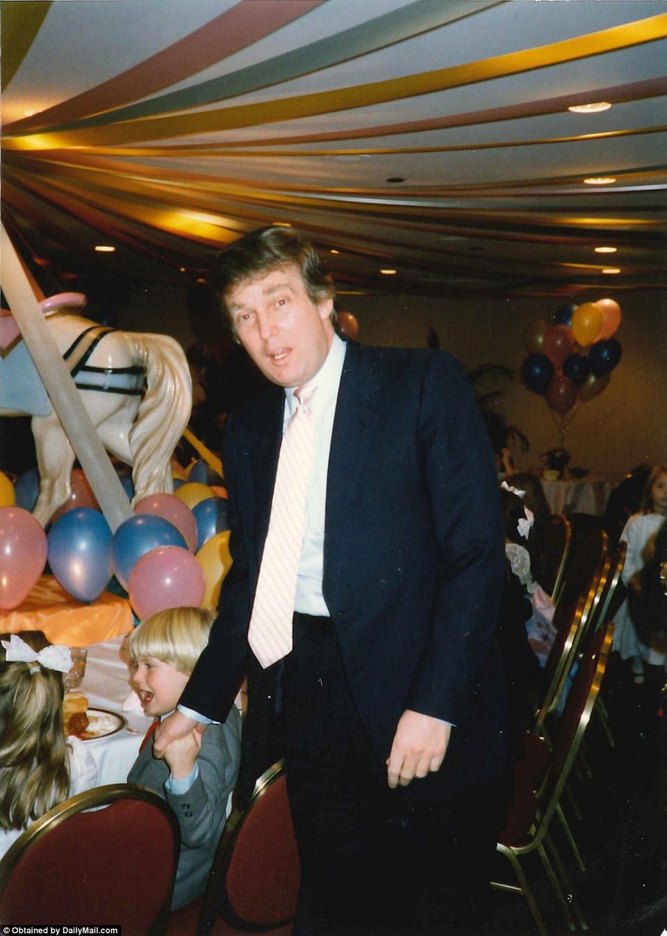 Семейные фотографии Дональда Трампа, найденные в комиссионном магазине 11