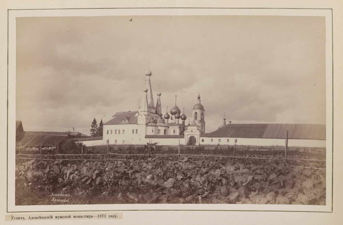 Hramy-goroda-Uglicha-v-starinnyh-foto_31