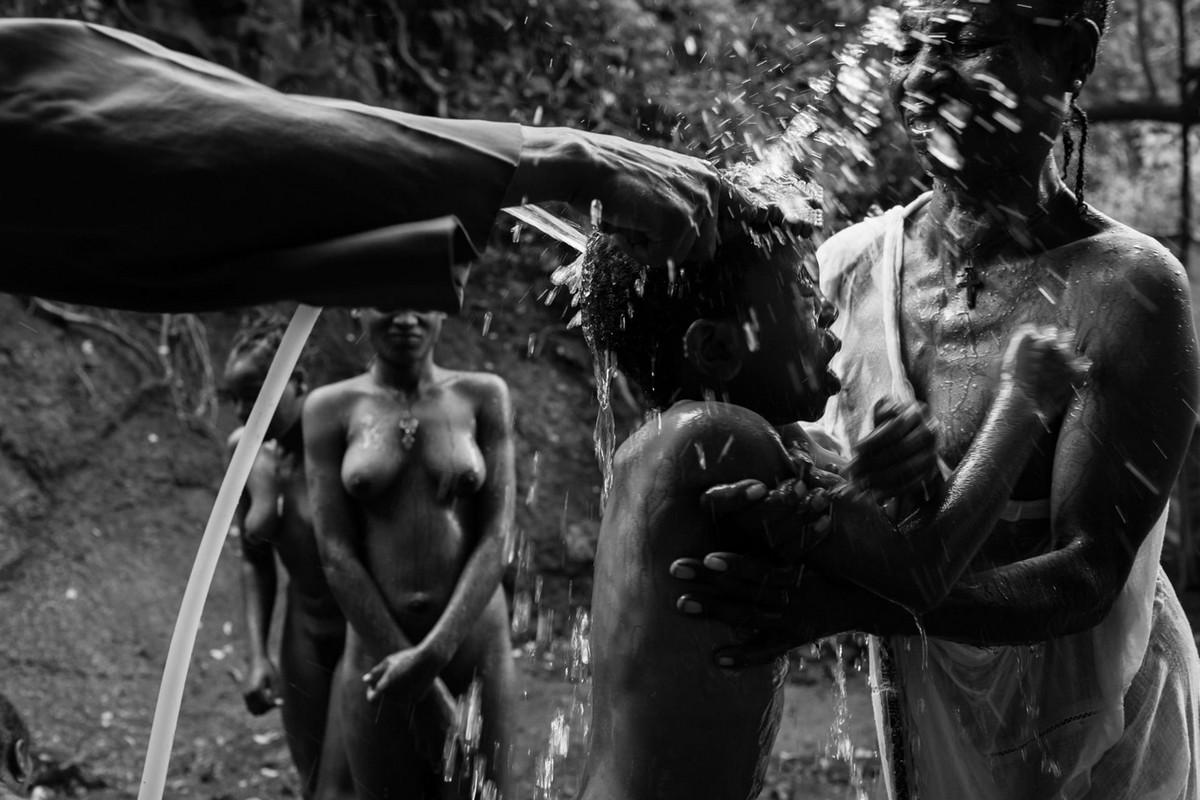 Фотографии массового экзорцизма в Эфиопии. Фотограф Роберт Уоддингем 12