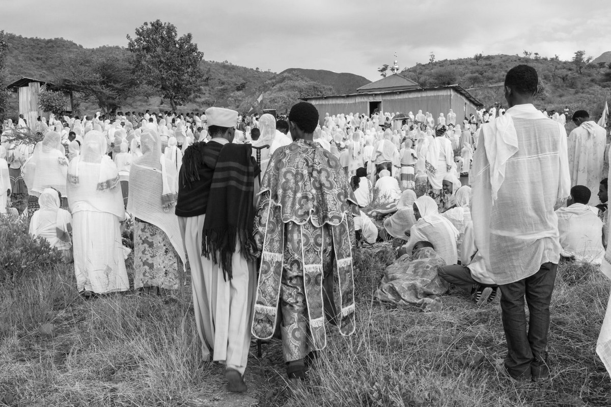 Фотографии массового экзорцизма в Эфиопии. Фотограф Роберт Уоддингем 13