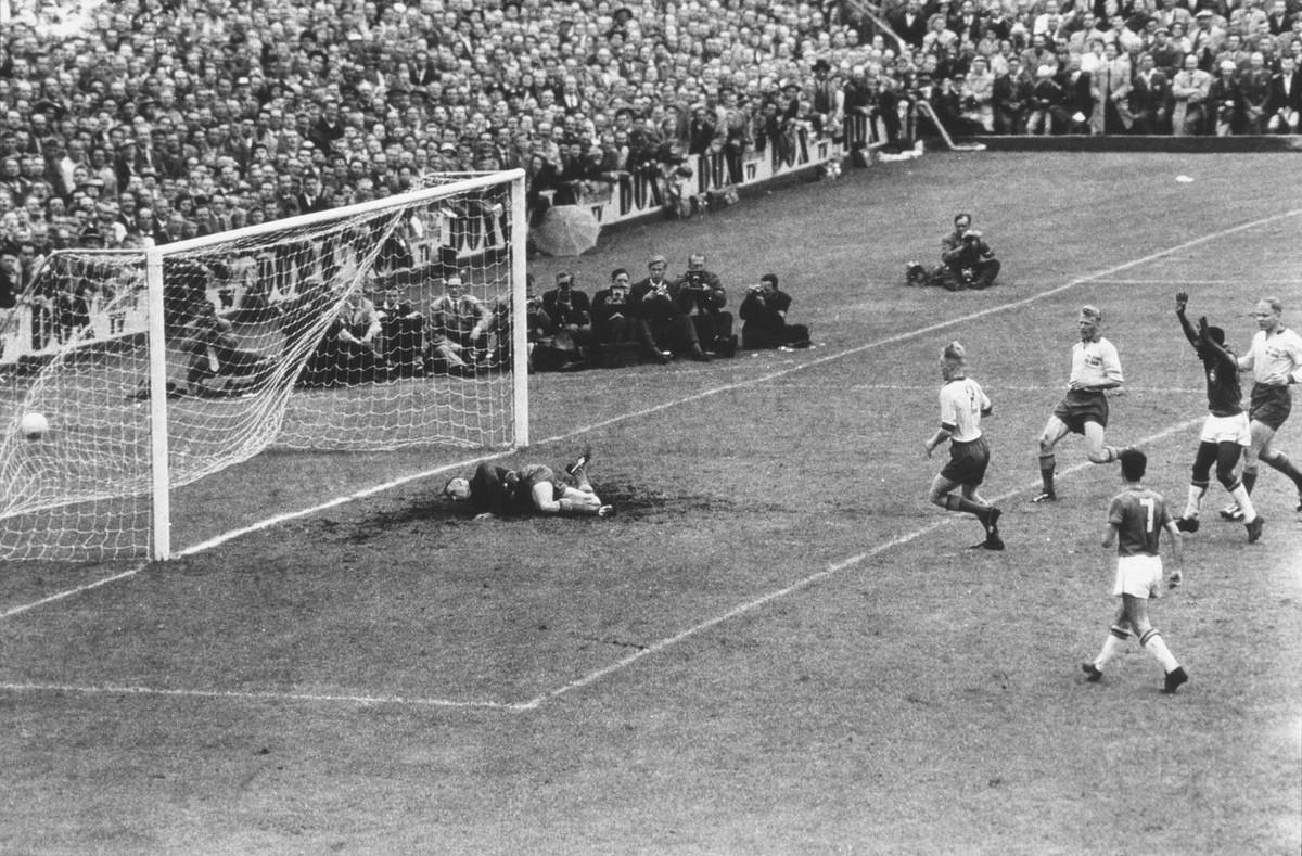 История Короля футбола: как Пеле стал звездой чемпионата мира 14