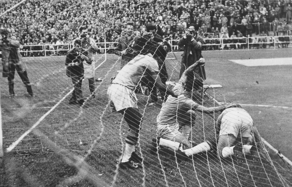 История Короля футбола: как Пеле стал звездой чемпионата мира 5
